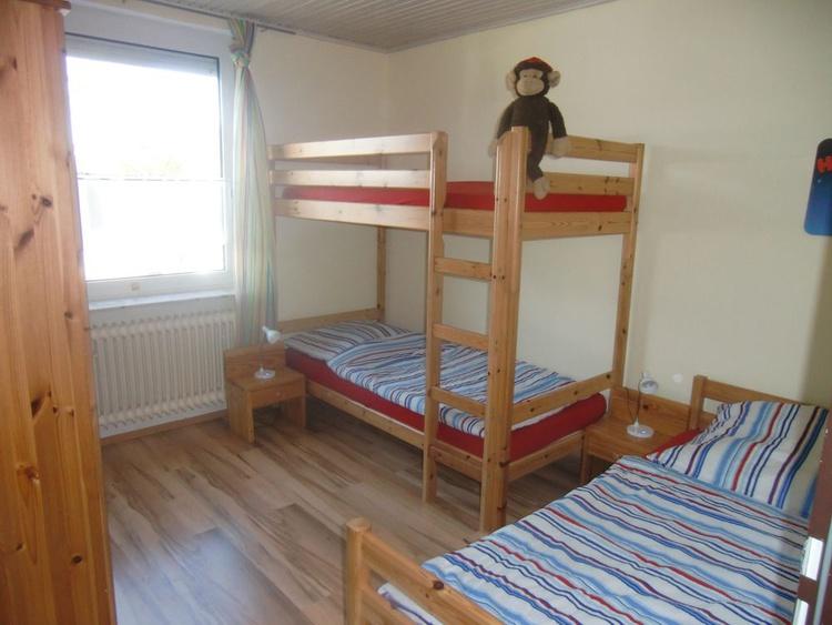 Schlafzimmer mit Stock-/und Einzelbett