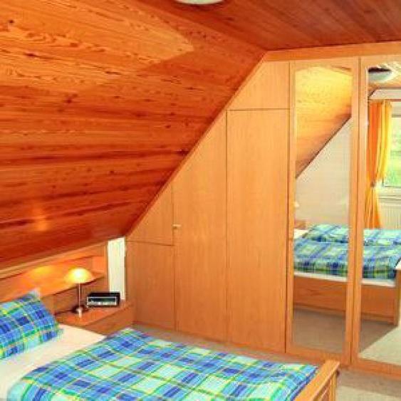 Schlafzimmer mit Doppelbett (OG)