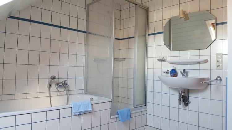 Badezimmer mit Dusche,WC, Badewanne