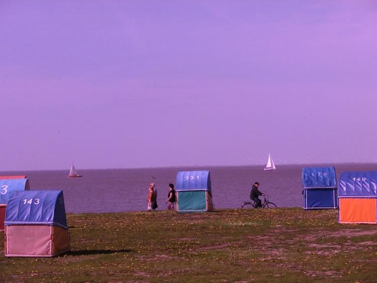 Blick aus der Strandkabine auf die Elbe