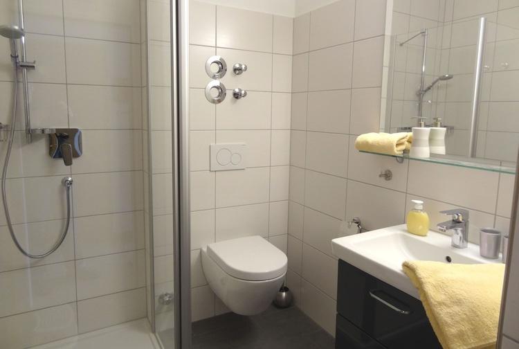 Neues Bad mit bodengleicher Dusche
