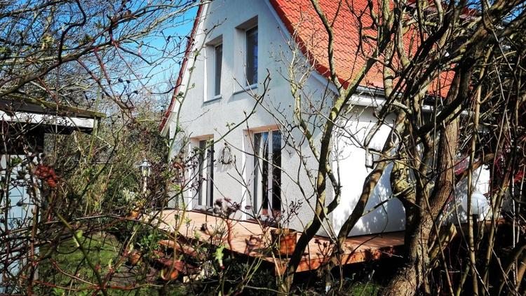EG Wohnung mit Terrasse und Garten