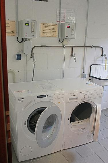 Waschmaschine/Trockner im Keller