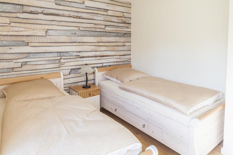 Schlafzimmer EG mit Zugang zur Terrasse
