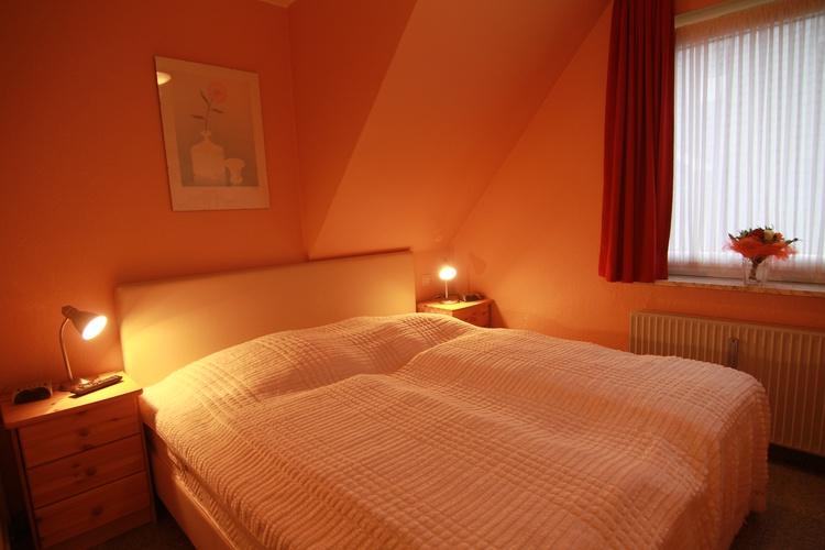 schlafzimmer 1 whg. 3 mit doppelbett